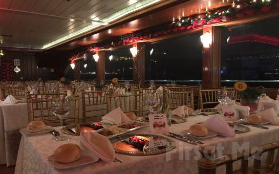 Boğaz'da Teknede Muhteşem Yılbaşı Balosu Tekne Gezintisi'nden Boğaz'da Yemekli ve Müzikli Yılbaşı Balosu