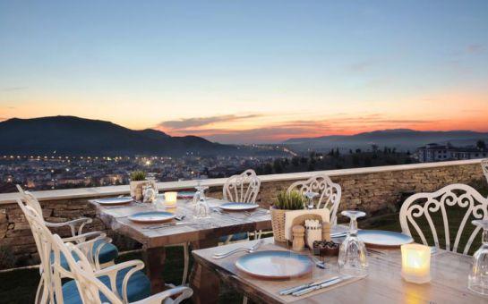 Mistik Şehir Selçuk Nea Efessos Hotel'de Sınırsız Çay Eşliğinde Serpme Köy Kahvaltısı Keyfi!