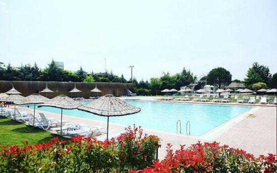 Lifepark İzmir'de Leziz Serpme Kahvaltı ve Gün Boyu Havuz Keyfi