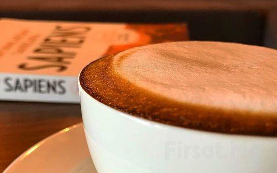 Klee Coffee Galata'da Waffle, Ev Yapımı Cookie, Kek ve Kahve Çeşitleri