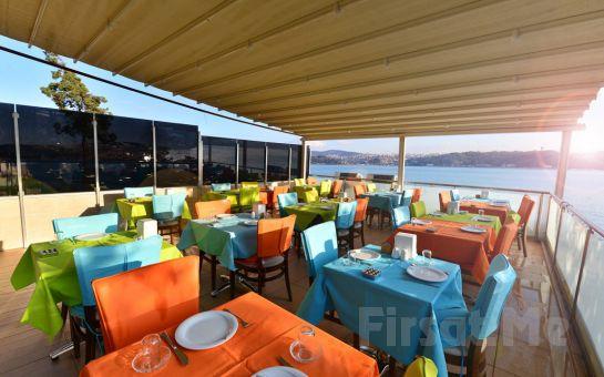 Yeniköy Yalı Cafe Restaurant'ta Eşsiz Boğaz Manzarası Eşliğinde Leziz Akşam Yemeği Keyfi