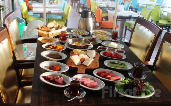 Yeniköy F. Erdilli Gourmet Slow Food'da Boğaza Nazır Serpme Kahvaltı Keyfi