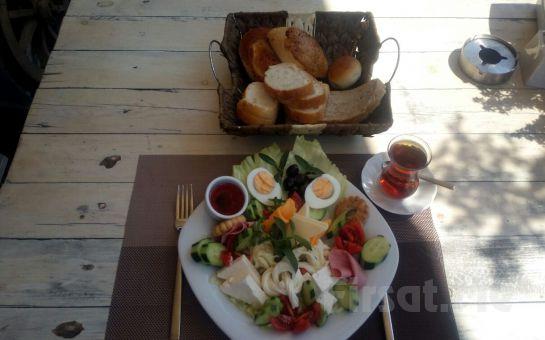 Gümüşdere Sandık Restaurant'ta Denize Nazır Sınırsız Çay Eşliğinde Kahvaltı Keyfi