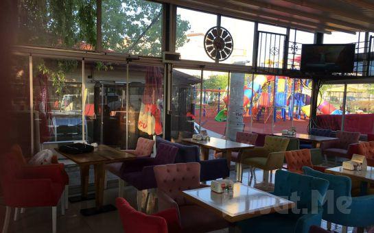 Başkent Cafe Bistro'dan Sınırsız Çay Eşliğinde Çift Kişilik Serpme Kahvaltı Keyfi