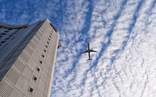 Courtyard Marriott İstanbul Airport Hotel Halkalı'da Deluxe Odalarda 2 Kişilik Konaklama ve Spa Kullanımı, Açık Büfe Kahvaltı Seçenekleri