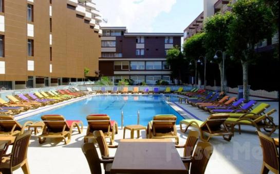 Denize Sıfır Kumburgaz Grand Gold Hotel'de İki Kişilik Konaklama ve Açık Büfe Kahvaltı