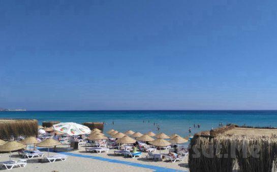 Çeşme Dharma Beach Club'ta Tüm Gün Plaj Girişi, Şezlong, Şemsiye, Kahvaltı ve Hamburger Menü Seçenekleri