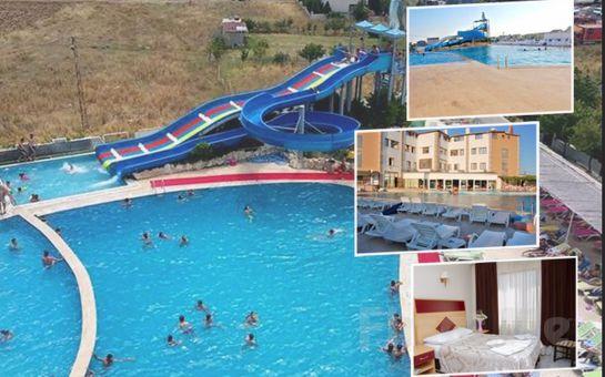 Kumburgaz The Penguen Hotel'de 2 Kişilik Konaklama, Kahvaltı, Açık Havuz ve Spa Kullanımı