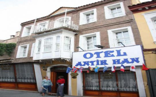 Huzurun Adresi Antikhan Otel İzmir'de 2 Kişi 1 Gece Konaklama, Kahvaltı Keyfi