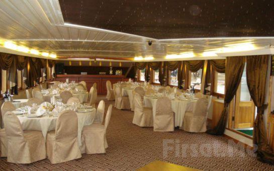 Büyük Taşkent Yatı ile Boğaz'da Lezzetli Akşam Yemeği Dahil Fasıl ve Muhteşem Eğlence