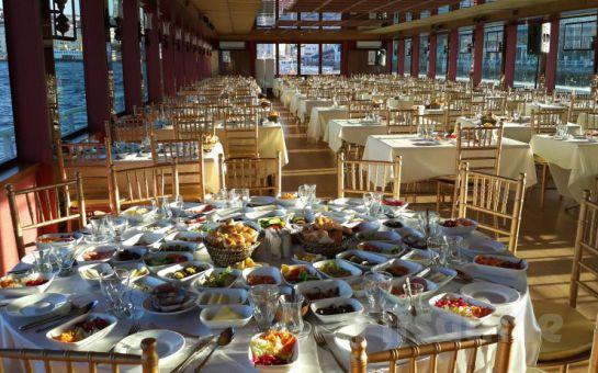 Boğaz'ın Ortasında Kahvaltı Keyfi! Lüfer'den Büyük Taşkent Yatı ile Boğaz Turu + 25 Çeşit Serpme Kahvaltı Fırsatı!