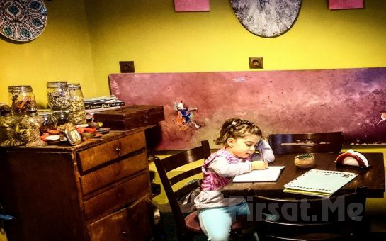 Dualı Resimler Dünyası Üsküdar Sanat Cafe'de Sınırsız Çay Eşliğinde Konsept Kahvaltı Keyfi