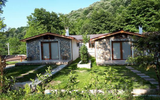 Sapanca'nın Eşsiz Doğasında Gönül Sofrası Butik Otel'in Ahşap veya Şömineli Bungalow Odalarında 2 Kişi 1 Gece Konaklama Fırsatı