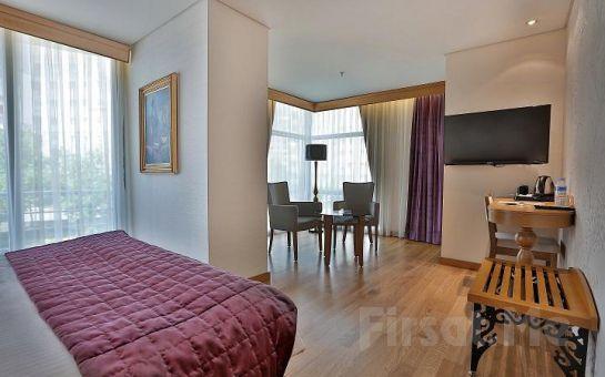 Queen Hotel Çamlıca'da 2 Kişi 1 Gece Konaklama Kahvaltı ve Spa Keyfi