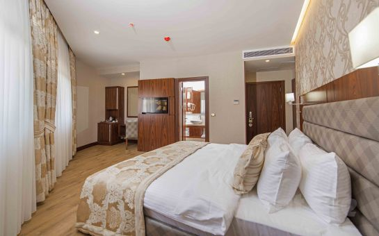 Yenibosna Midmar Deluxe Hotel'de Standart Odalarda Konaklama + Spa Merkezi Kullanımı, Kahvaltı ve Kişi Seçenekleriyle!