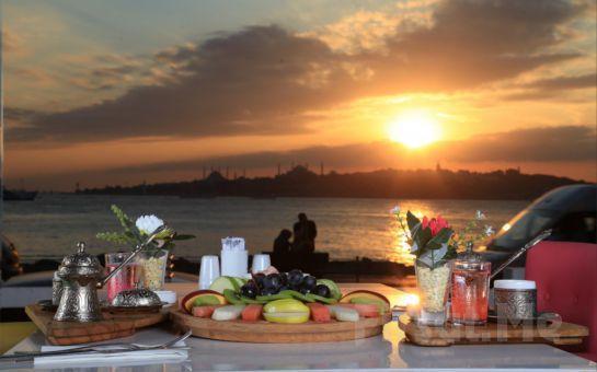 Salacak'da Kız Kulesi ve Boğaz Manzaralı Cafe Hollywood City'de Fasıl Eşliğinde Leziz İftar Menüsü İle Ramazan Eğlencesi