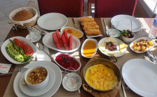 Ramazan Ayında Sevdiklerinizle Sahur Keyfi İçin Çamlıca Lalezar Cafe'de Muhteşem İstanbul Manzarası Eşliğinde Sahur Menüsü