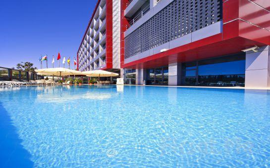 Volley Hotel İstanbul'da Havuz Keyfi, Açık Büfe Kahvaltı Seçeneğiyle
