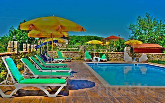 Doğanın Kalbi Ağva Asmalı Garden Butik Hotel'de 2 Kişilik Serpme Kahvaltı ve Havuz Keyfi!