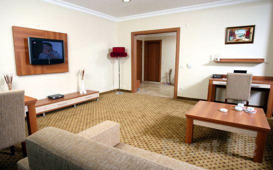 Arca Suite Hotel Maltepe'de Standart veya Suite Odalarda 2 Kişi 1 Gece Konaklama ve Kahvaltı Keyfi!