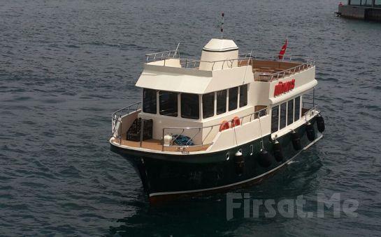 Lüfer Tekneleri'nin 20 Kişilik Lüks Motor Yatı Yeni Lüfer 3 ile Özel Organizasyonlarınız İçin 2 Saatlik Boğaz Keyfi