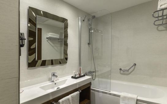 5* Ramada Hotel & Suites Ataköy'de 2 Kişi 1 Gece Konaklama Keyfi Kahvaltı Seçeneğiyle!