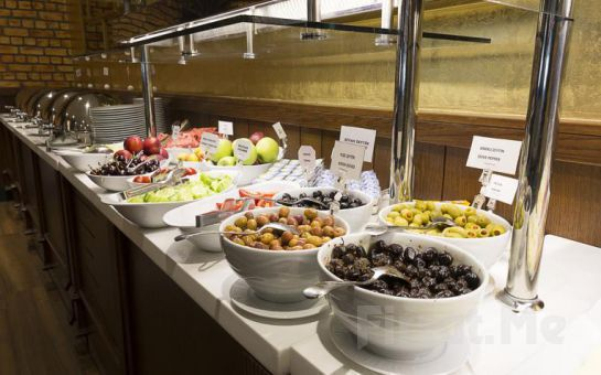 5* Ramada Hotel, Suites Ataköy'de 2 Kişi 1 Gece Konaklama Keyfi Kahvaltı Seçeneğiyle