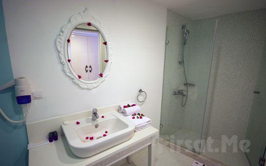 Denize Sıfır Bodrum Mio Bianco Resort Otel'de 3 Gece Her Şey Dahil Tatil Keyfi!
