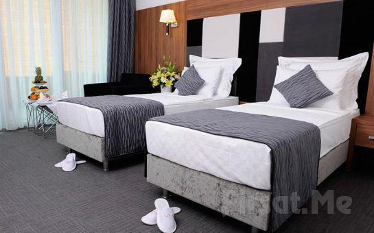 Yalova Lova Hotel, Spa'da 2 Kişi 1 Gece Konaklama ve Kahvaltı Yarım Pansiyon Seçeneğiyle