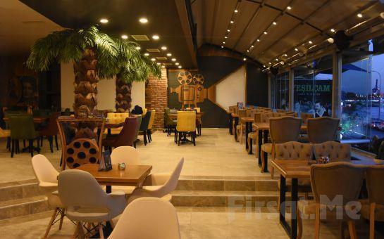 Boğaz Manzaralı Salacak Yeşilçam Cafe'de Fasıl Eşliğinde İçecek Dahil Balık Menü