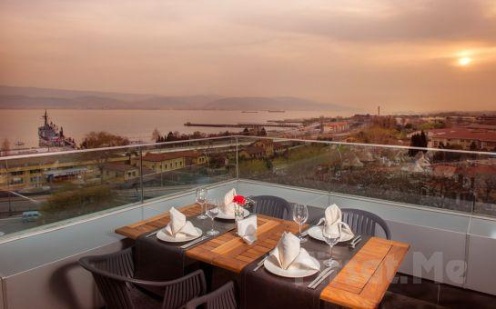 Wes Hotel İzmit'te Kara veya Deniz Manzaralı Odalarda Konaklama ve Kahvaltı Keyfi