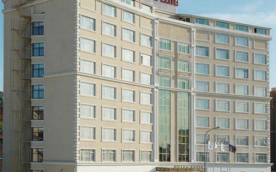 Elite Hotels Dragos'da Canlı Müzik, Oryantal ve Zengin Menü Eşliğinde Yılbaşı Balosu ve Konaklama Fırsatı