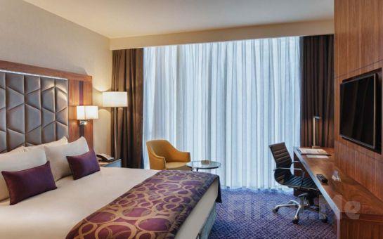 Yılbaşı'nda 5* Mercure İstanbul Topkapı Hotel'de 2 Kişi 1 Gece Konaklama, Masaj veya Romantik Yemek Seçenekleri