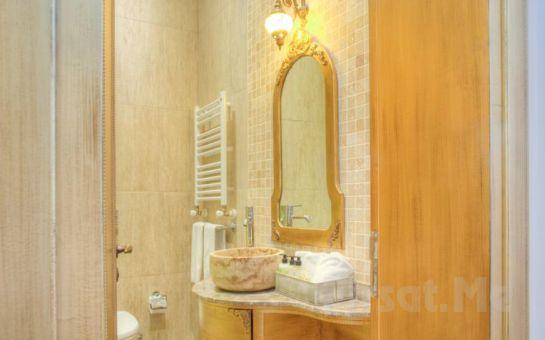 Art Deco Suites'in Jakuzili Suit Odalarında 2 Kişi 1 Gece Konaklama Ve Kahvaltı Keyfi!