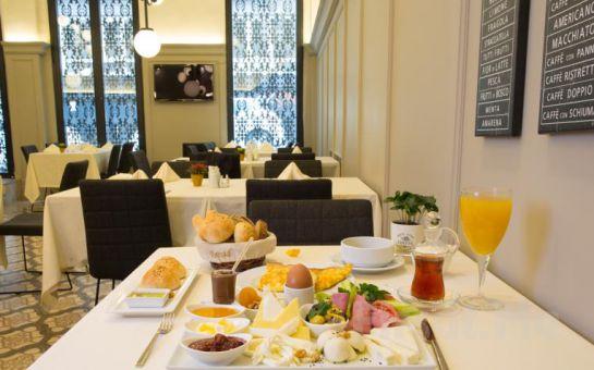 Art Deco Suites'in Jakuzili Suit Odalarında 2 Kişi 1 Gece Konaklama Ve Kahvaltı Keyfi