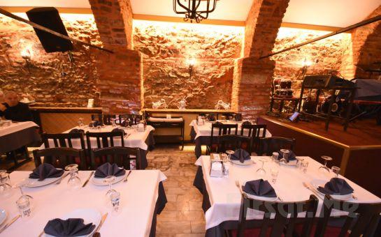 Kumkapı Tonoz Restaurant'ta İçkili, Sevgililer Günü Dahil Fasıllı Leziz Yemek Menüsü ve Doyasıya Eğlence Keyfi!