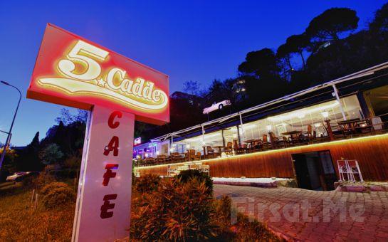 Kız Kulesi'nin Eşsiz Manzarasında Salacak Cafe 5. Cadde'de Canlı Müzik Eşliğinde Romantik Sevgililer Günü Yemeği