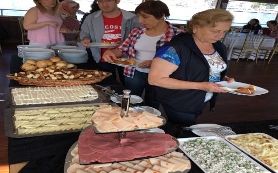 İncisu Teknesi'nde Açık Büfe Kahvaltı, Sınırsız Çay-Kahve Eşliğinde Boğaz Turu