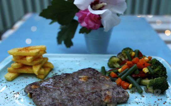 Büyükada Bistro Candy Garden'ın Rengarenk Bahçesinde Mumlar Eşliğinde Romantik Bir Akşam Yemeği!