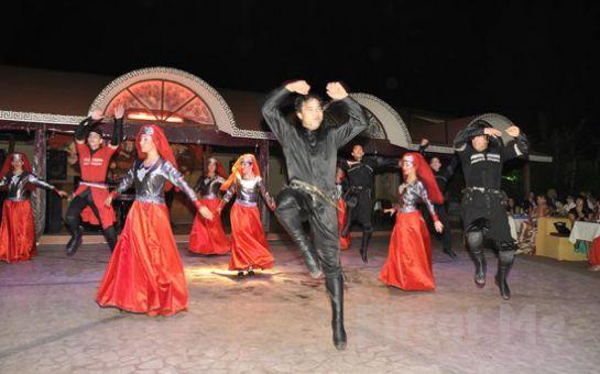 Marmaris'te Akşam Yemeği, Sınırsız Yerli İçecek Eşliğinde Doyasıya Eğleneceğiniz Türk Gecesi