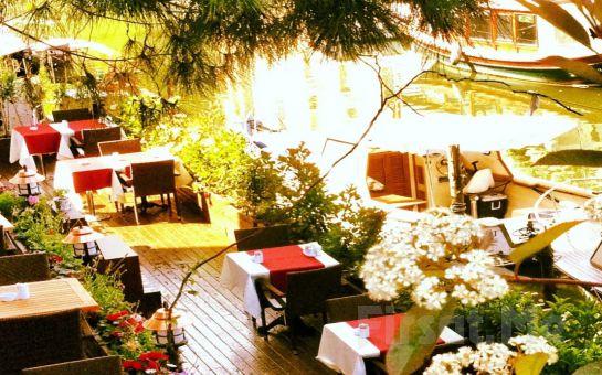 Anadolu Hisarı Göksu Nehir Restaurant'ta Göksu Nehri Kenarında Anneler Gününe Özel Leziz Serpme Kahvaltı Keyfi