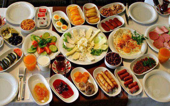 Boğaza Sıfır Beykoz Deep Blue Restaurant'ta Anneler Gününe Özel Sınırsız Çay Eşliğinde Serpme Kahvaltı Keyfi 30 TL Yerine Sadece 20 TL