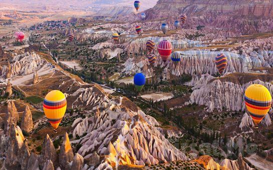 Atlı Tur Cappadocia'dan Avanos Dağları'nın Eteklerindeki Çiftliğinde Çadırlı Misafirlere Kamp Alanı