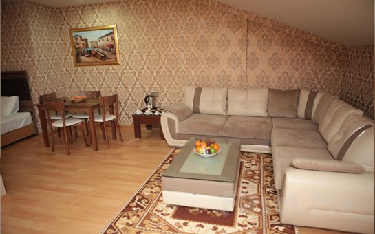 Gaziosmanpaşa'da Gümüş Palas Hotel'de Açık Büfe Kahvaltı Dahil Konaklama Keyfi