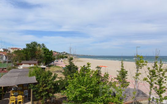 Mavinin ve Yeşilin Buluştuğu Mavi Çatı Otel Şirinköy'de Sınırsız Çay Eşliğinde Serpme Kahvaltı Keyfi