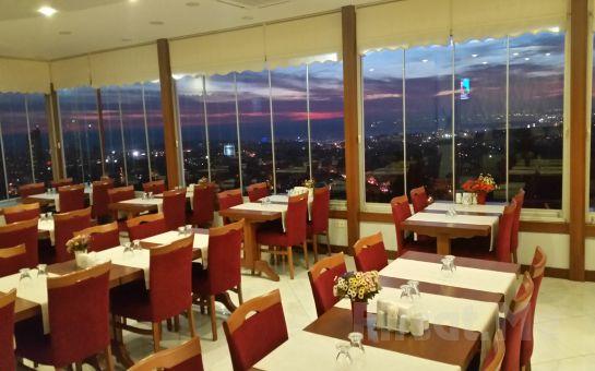 Çamlıca Lalezar Cafe'de Muhteşem İstanbul Manzarası Eşliğinde Leziz İftar Menüsü!