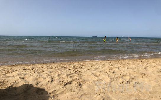 Kilyos Bamboo Beach'de, Tüm Gün Plaj Girişi, Şezlong, Şemsiye Fırsatı (11 Haziran'da Açıldı)