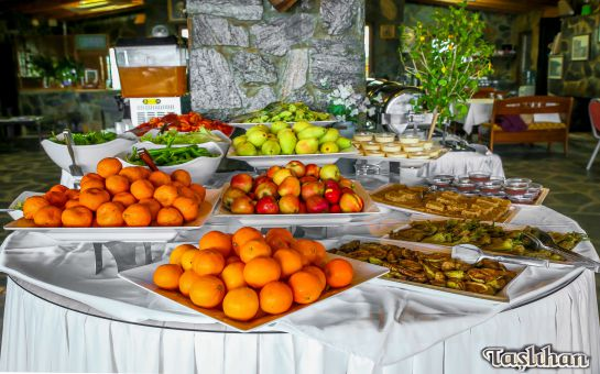 Anadolu Feneri'nde, Boğaz'a Karşı Açık Büfe Kahvaltı Keyfi