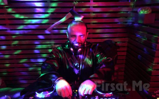 Beyoğlu Sanat Performance'ta 11 Ağustos'ta Nil Burak ve DJ Hakan Küfündür ile Açık Havada 45'ler Partisi