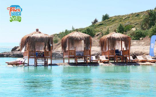 Tracx Beach Club Çeşme'de Plaj Girişi ve Soft İçecek, Yemek Menü ve Bungalow Seçenekleri